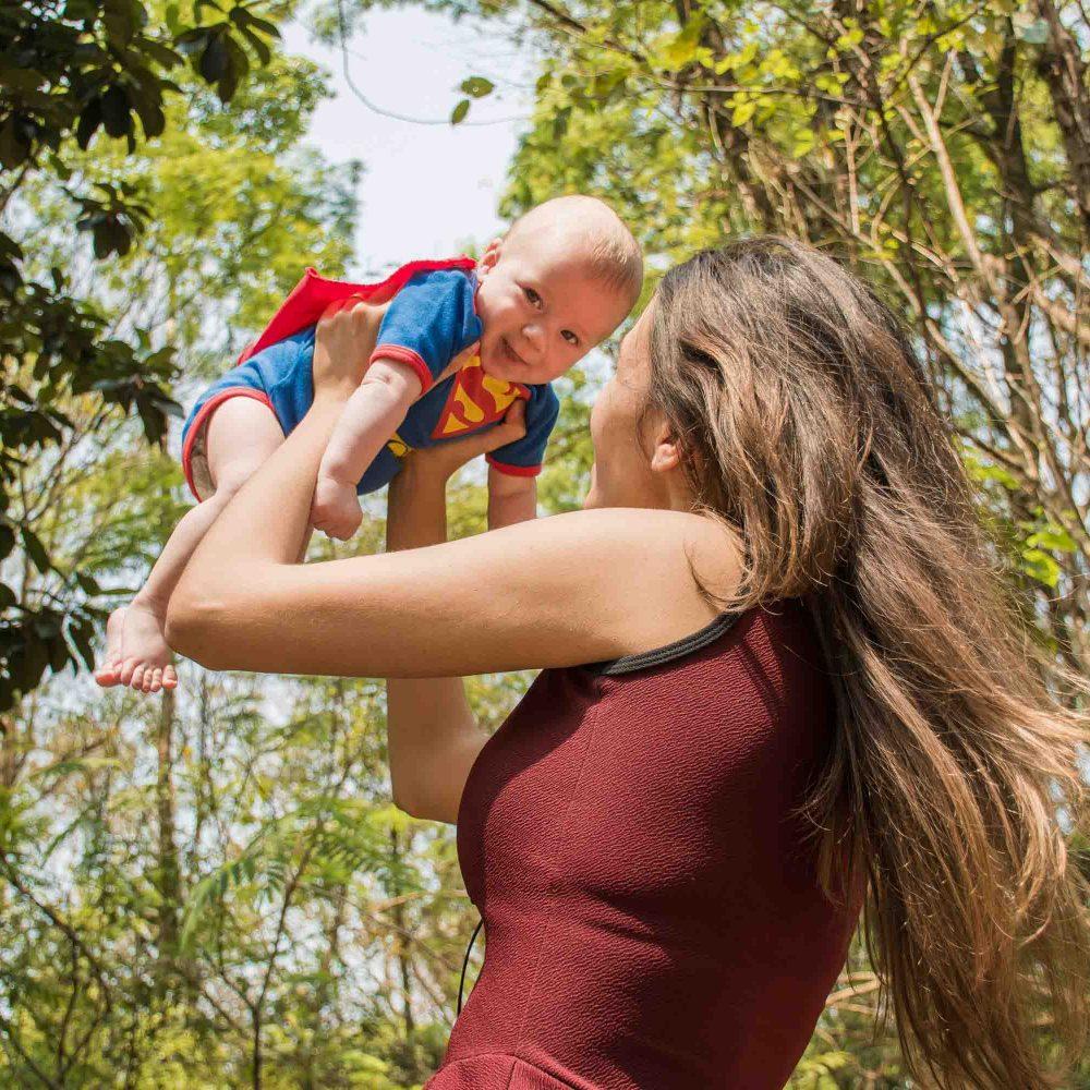 ¿Es compatible la lactancia materna con los implantes mamarios?