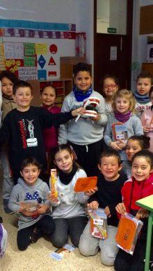 Sprechen Sie mit Studenten an der Grundschule Junipero Serra Petra